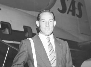 Formula One driver Sir Stirling Moss dies aged 90