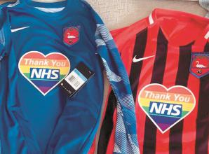 Cookham Dean u9s thank the NHS with rainbow heart on jerseys